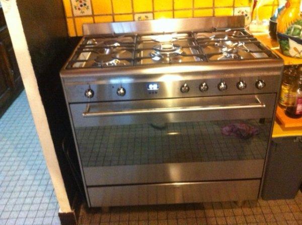 Cuisine avec piano tout gaz smeg four de 112 l et 5 feux - Piano cuisine smeg ...