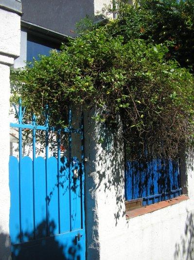 Maison bleue blog de coccinellevoyage - Maison bleue adossee a la colline ...