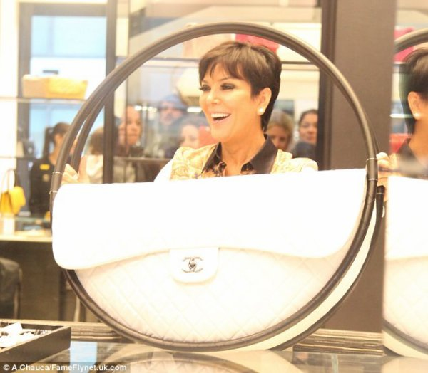 87a35e83a042 Kardashians Finally Kris Jenner finds a bag big enough for all her make-up!