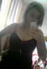 Moi en robe avec mon ancien tel.