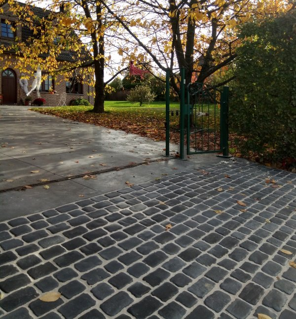 Création d'une entrée de maison à Spontin