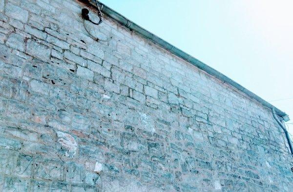 nettoyage et rejointoiemet d'une façade en pierre à Biron