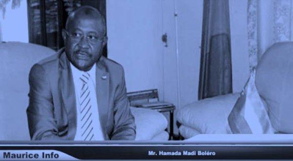 Passation de pouvoirs entre Jean Claude de l'Estrac et Hamada Madi Boléro (COI)
