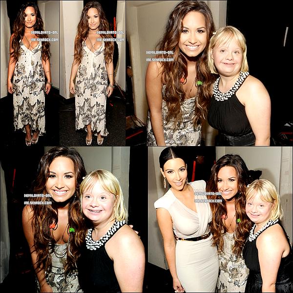 """. Event : Sexy ! . 14/08/11 : Demi Lovato était présente à la cérémonie des  « VH1 Do Something Awards ».  . . Demi en mode sexy pose sur le tapis bleu des  « VH1 Do Something Awards ». Miss Lovato est tout simplement magnifique, elle fait vraiment femme sensuelle. J'adore sa robe, et la queue de cheval haute lui va à merveille. Ses chaussures s'accordent parfaitement à sa robe. Puis je trouve personnellement que Demi s'embellit de plus en plus, elle a vraiment tout bon. En conclusion j'accorde un gros TOP ! Par ailleurs Demi était nominée pour son duo avec Joe Jonas sur la chanson """"Make A Wave"""" dans la catégorie """"Charity Song"""", et elle a remporté le prix.  . ."""