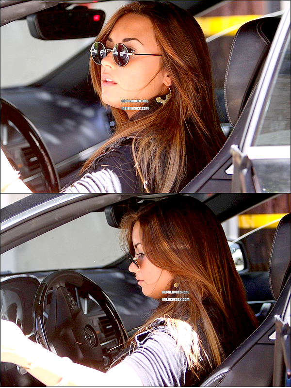 . Candids : Love her hair ! . 17/08/11: Demi Lovato a été vue quittant le Nine Zero One Salon à Los Angeles.   .