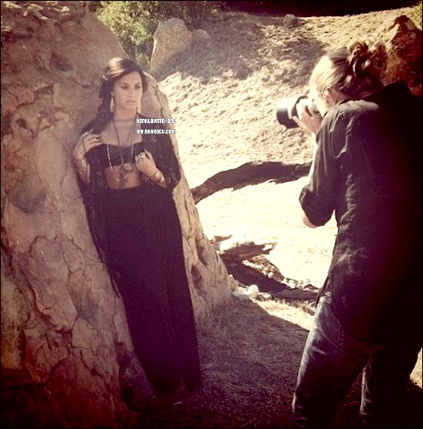 . Vidéo : Interview . Interview « KMART » de Demi Lovato parlant de son prochain album « Unbroken ».