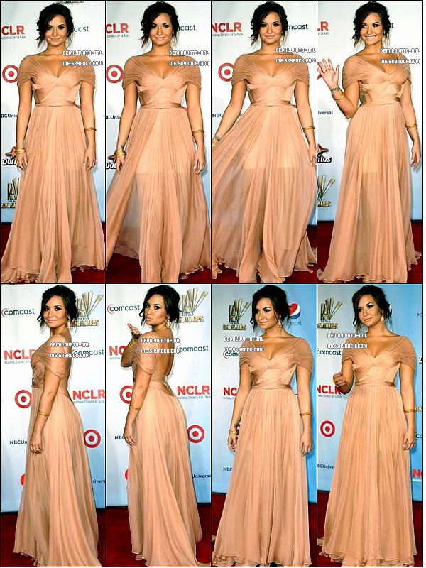 . Event : She's soo beautiful ♥ . 10/09/11 : Demi assiste aux « Alma Awards 2011 » au Santa Monica Civic Auditorium.     . Demi Lovato plus belle que jamais pose sur le tapis rouge des « Alma Awards 2011 » avec une robe Maria Lucia Hohan. Elle est splendide !  Honnêtement je trouve que c'est l'un des plus beaux tops, que la belle ait pu faire depuis sa sortie de cure. Sa robe est magnifique, j'adore particulièrement la couleur de sa robe, une couleur nude qui s'associe parfaitement à son teint et puis la coupe est sans doute ce qui la ravie encore plus.  La belle a interprété une version bilingue de Skyscraper en espagnol et en anglais et a remporté le prix de la meilleure actrice Tv pour Sonny With A Chance.  .