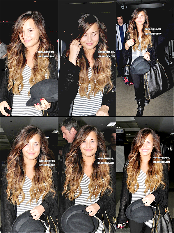 . Candids : Her smile ♥  . 15/09/11 : Demi Lovato & sa famille arrivant à l'aéroport de Lax direction New York City.     .