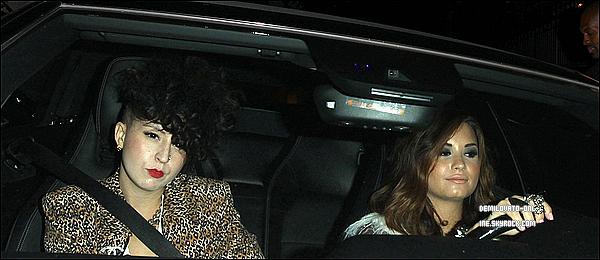 . Candids : Her Style ♥ . 06/10/11 : Demi Lovato faisant du shopping avec une amie dans Melrose à West Hollywood.   .