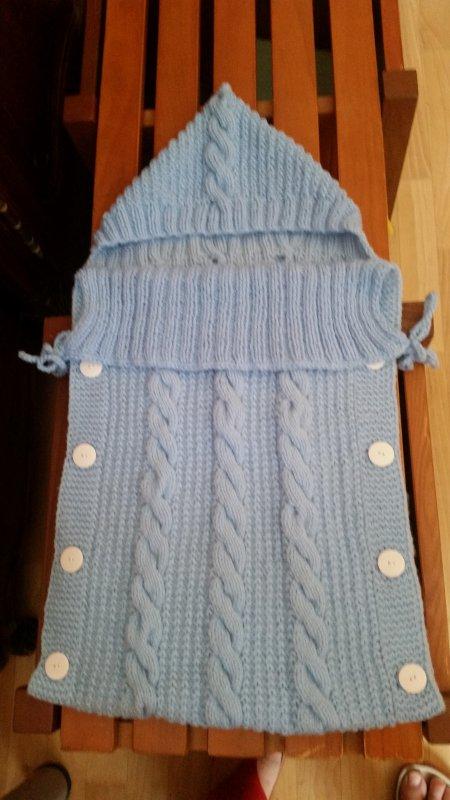 un nid d'ange en tricot, bébé à naitre en novembre...