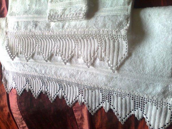 mon en-cours, encore et toujours deux assortiments de serviettes blanches, plus
