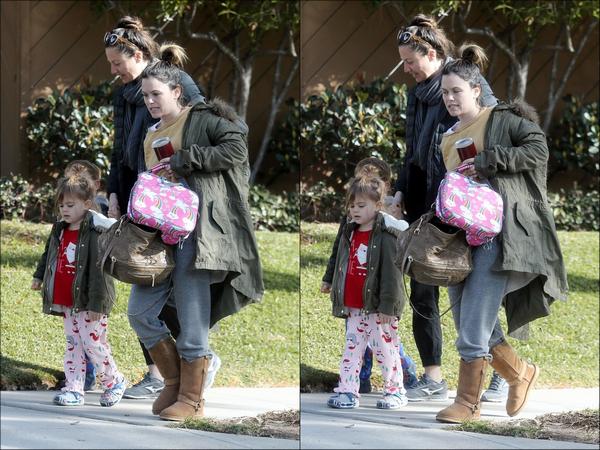 27.02.2019   ▬ Rachel B. et son ex petit-ami Hayden Christensen ont été aperçus discutant à - Los Angeles ...   On ignore ce qu'ils ont pu se dire mais l'ex couple se voient qu'en de rare occasions pour leur fille la petite Briar Rose !
