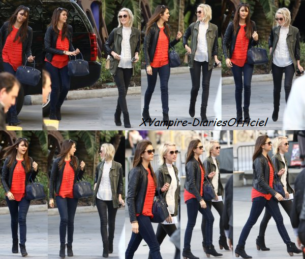 Info Actu:  Nina & la chanteuse Julianne Hough étaient au match des Lakers au Staples Center à Los Angeles en Californie