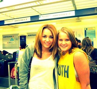 De nouvellle foto de notre Miley a l'aéroport en diretcion de notre capitale