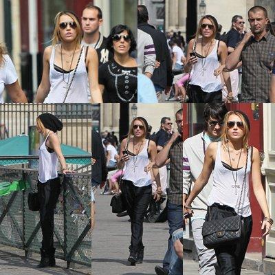 04.09.10 Miley Cyrus dans les rues de Paris