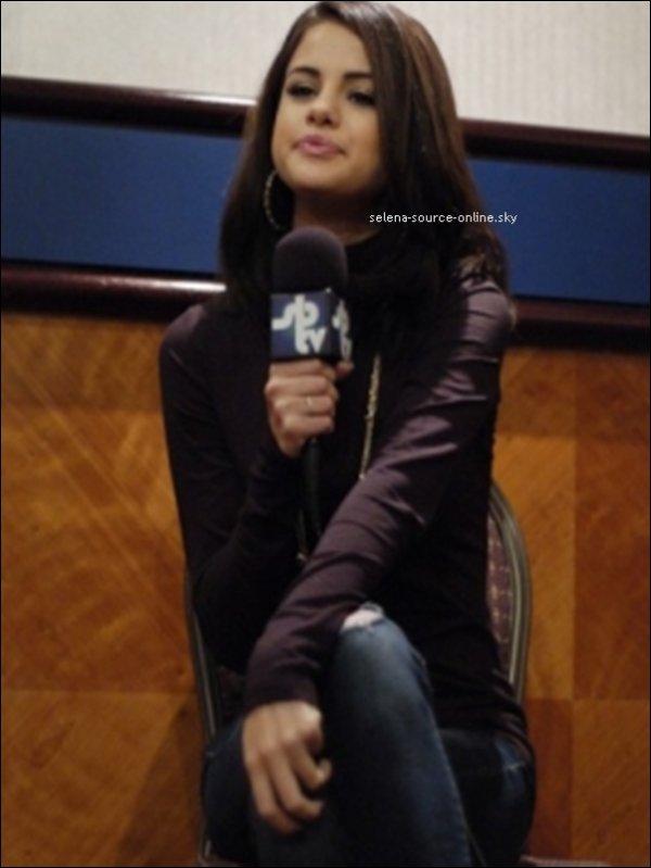 Selena a donné une récente interview pour S.B.T.V, une chaine de média Anglais. Vidéo