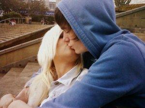 Soit disant l'amour est mort , Viens on leur prouve le contraire .. Ridsa  ♪ (2011)