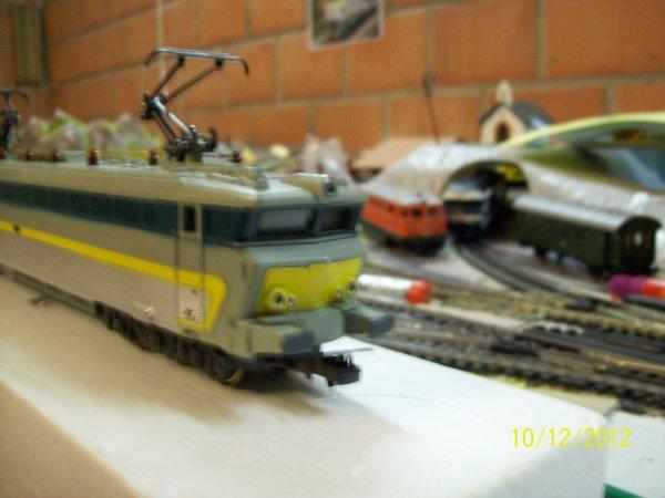 notre locomotive lima (nez de cochon) livrée multicolore série 18