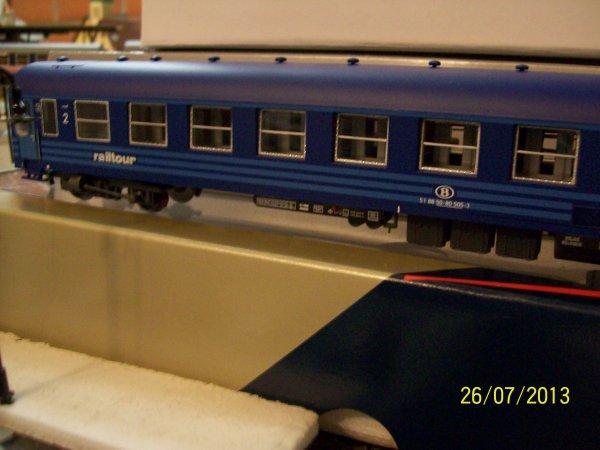"""notre voiture I5 BC 10 """" RailTour - couchette """" L.S.Models en livrée bleue"""