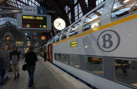 gare de Bruxelles midi et voiture M6 double étages