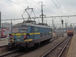 locomotive électrique série 23 en livrée bleue-jaune