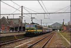 Gare Saint-Ghislain : la loco électrique série 21 entre en gare