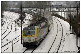 photo d'hiver : locomotive série 18 avec plusieurs voiture M6 NewLook