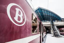 photo d'hiver : convoie de voitures m4 bordeaux entrent en gare