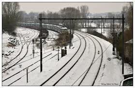photo d'hiver : plusieurs locomotive électrique série 26 attendent leurs livrée dans d'autres pays