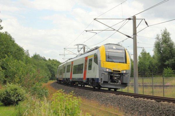 "automotrice DESIRO en ""TESt"" sur la ligne Ostende - liège"