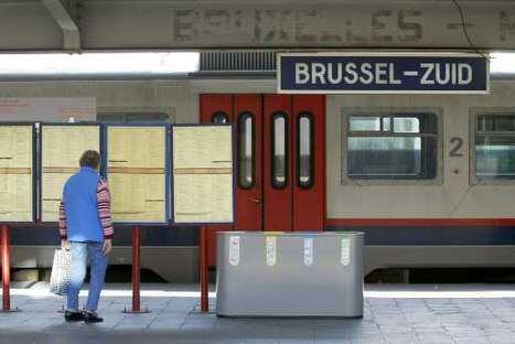 Automotrice AM 900 en livrée NewLook en gare de Bruxelles sud