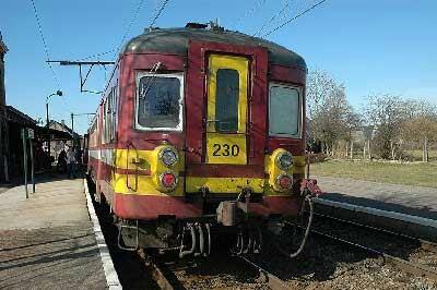 Automotrice AM 230 en livrée Bordeaux