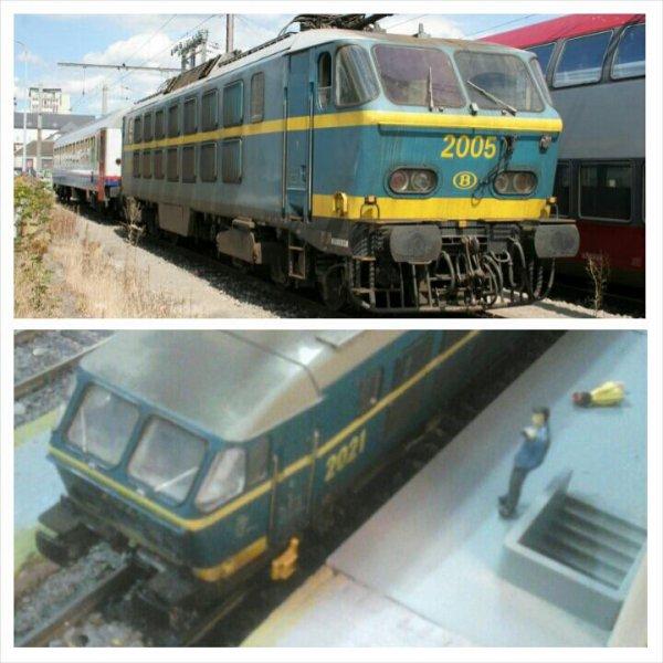 Comparaison entre le modèle réel et miniature de la locomotive électrique série 20 en livrée bleue