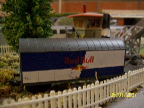 "mon petit wagon B-models en livrée "" Red Bull "" SNCB"