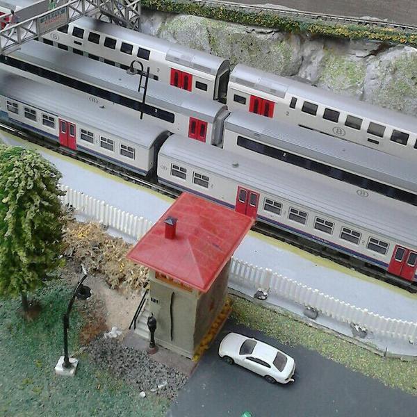 petite vu aérienne des quais de la gare principal du réseau ( P1 )