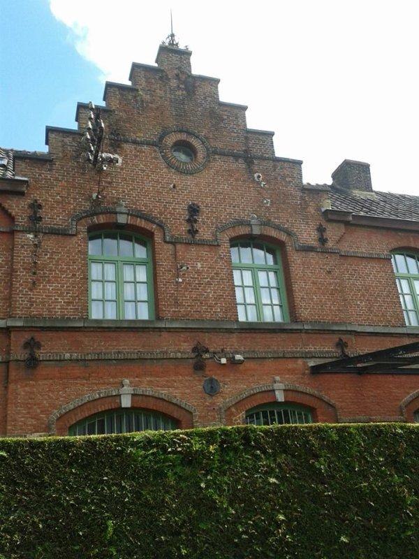 vestige de l'ancienne ligne 98 ( Belgique, hainaut ) : l'ancienne gare de paturages (P3)