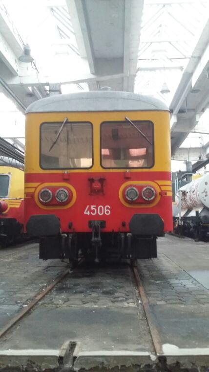 Autorail série 40 en livrée jaune / rouge