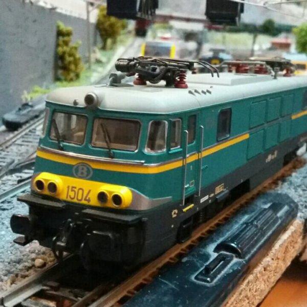 Ma Locomotive électrique série 15 en livrée bleue / jaune de TreinShop Olaerts