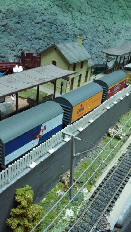 Voici mes 3 wagons marchandises de Van Biervliet ( Red Bull, Cecemel et Lutosa )