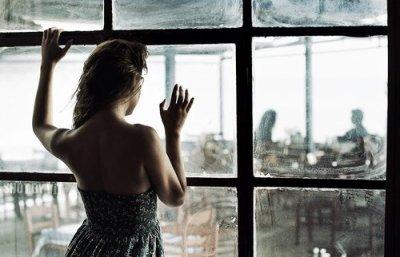 """"""" La tristesse va et viens comme les saisons. """" - Diana Evans"""