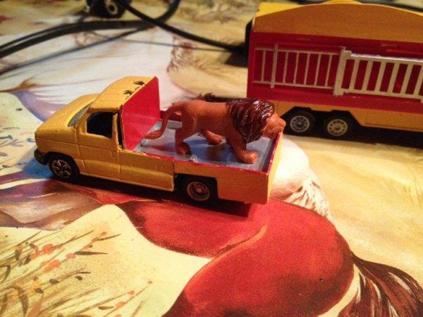 Nouveau camion de parade