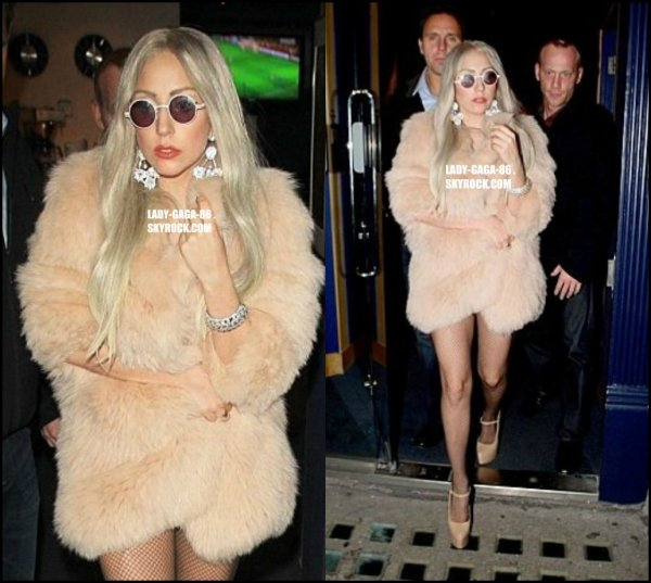 02/11/11 - Lady Gaga aperçue sortant du théâtre Screening à Londres.