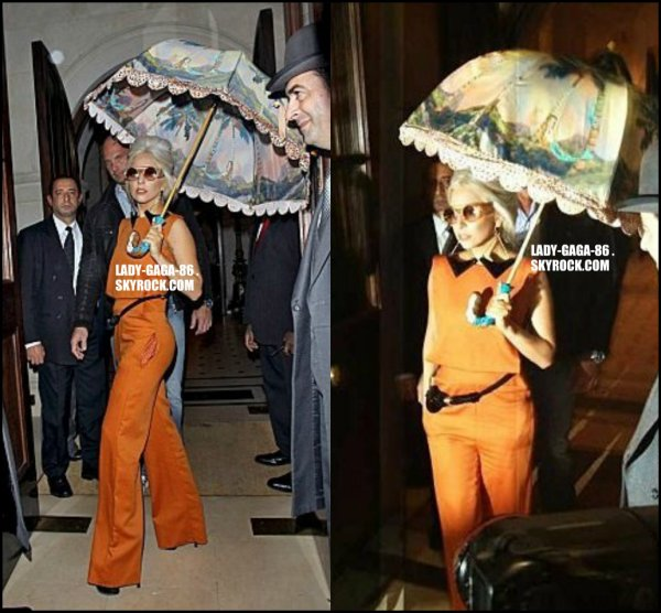 04/11/11 - Lady Gaga aperçue sortant de son hôtel Londonien.