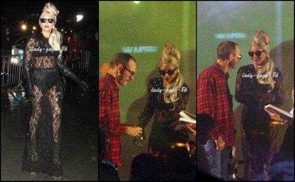22/11/11 - Lady Gaga et Terry Richardson en séance de dédicace.