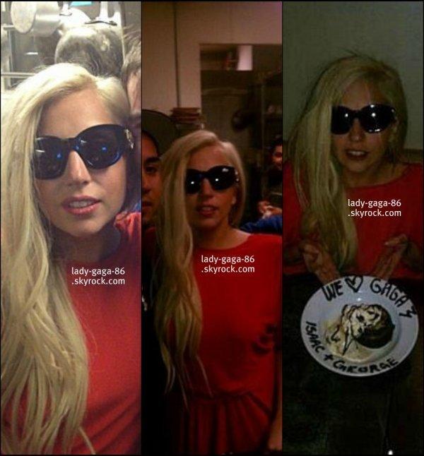 25/02/12 - Lady Gaga reperée dans le restaurant Catellis en Californie.