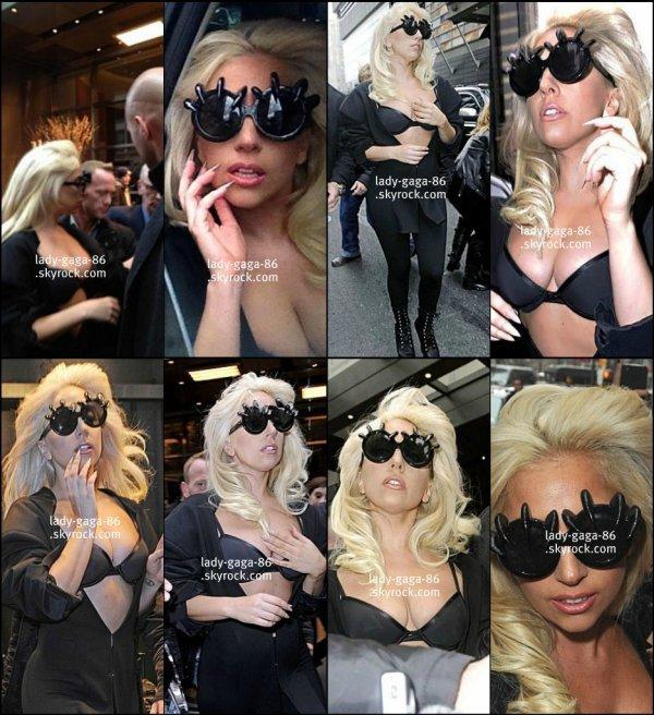 > 02/03/12 - Lady Gaga repérée dans les rues de New-York.