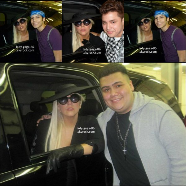 18/03/12 - Lady Gaga à été aperçue par certains de ses Littles Monsters à Chicago.