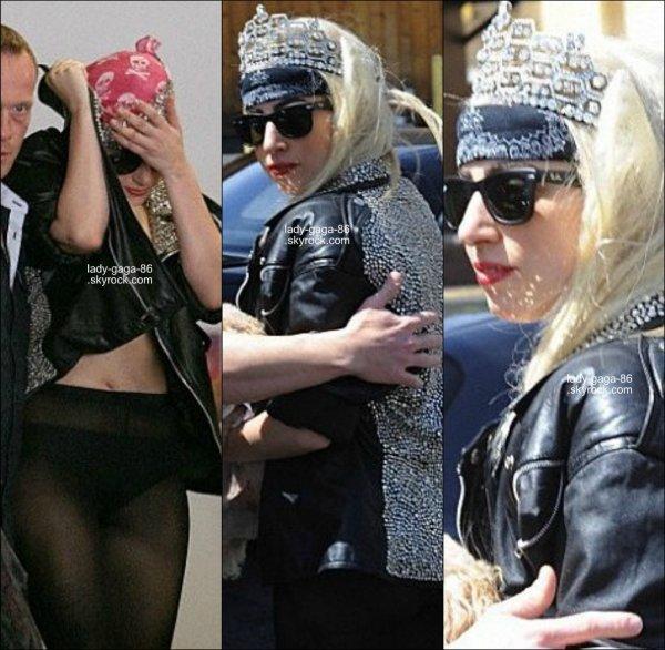 28/03/12 - Lady Gaga à été repérée hier, le jour de son anniversaire, à Los Angeles.