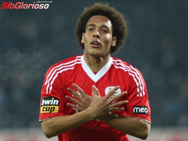 Transferts d'été 2012/2013 Axel Witsel sai do SL Benfica Axel Witsel part du SL Benfica