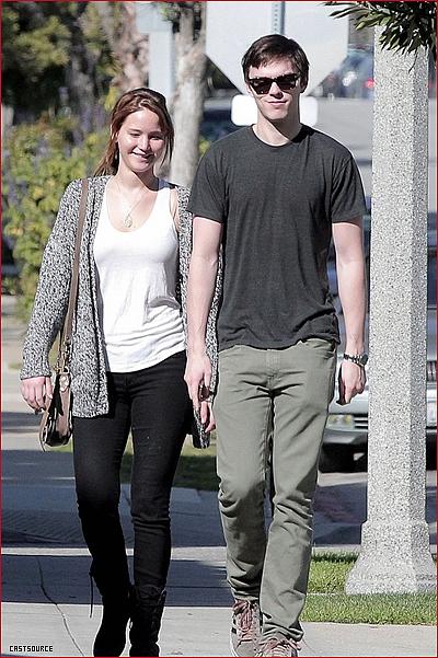 * Jennifer Lawrence (alias Katniss) a été vu accompagné de son petit ami pour la Saint Valentin *